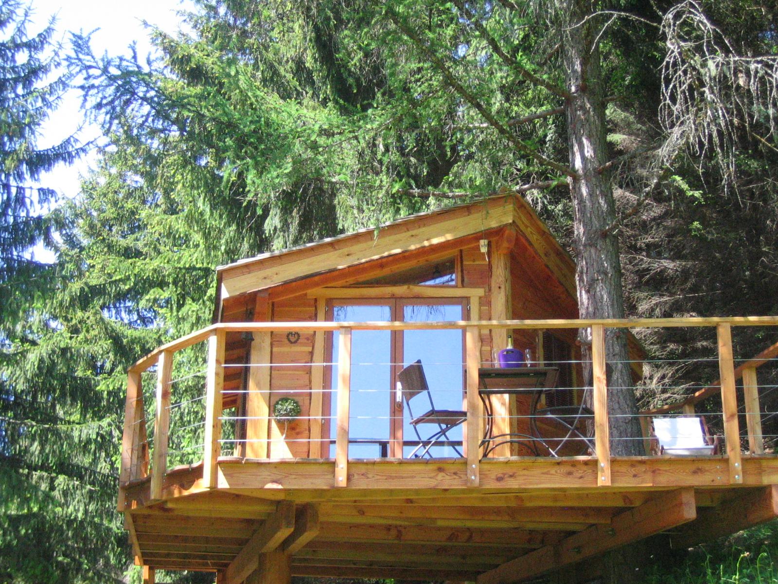 h bergement pour les vacances les cabanes dans les. Black Bedroom Furniture Sets. Home Design Ideas