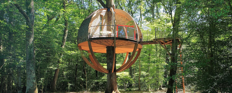 H bergement pour les vacances les cabanes dans les arbres vacances autrement - Cabane en bois dans les arbres ...