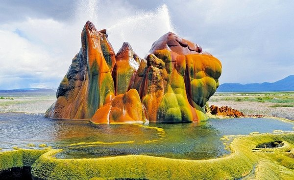 fly-geyser-black-rock-desert-2