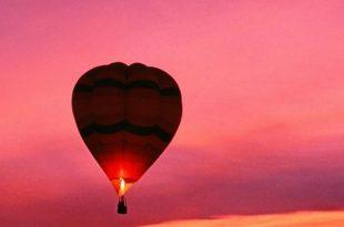 vol-en-montgolfière-une-promenade-aéienne-au-coucher-du-soleil