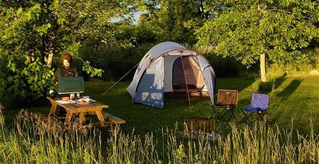 vacances camping en plein air ou camping de luxe. Black Bedroom Furniture Sets. Home Design Ideas